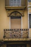 Balcon, architecture tipical de la ville espagnole de Valence Photographie stock libre de droits
