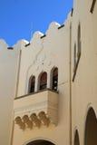 Balcon avec des fenêtres dans le fort de tabouret sur l'île de Kos en Grèce Photos libres de droits