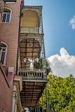 Balcon avec des usines et ange dans le quartier français Photo libre de droits