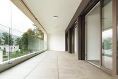 Balcon d'un nouvel appartement Image libre de droits