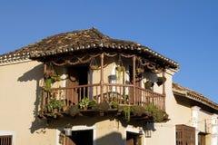 Balcon dans la vieille maison Images libres de droits