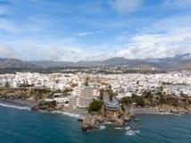 Balcon de Europa eller balkong av Europa i den Nerja staden på Costa del Sol, Andalucia, Spanien royaltyfria foton