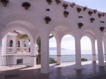 Balcon del Europa在内尔哈,在太阳海岸的一种手段在马拉加,安达卢西亚,西班牙,欧洲附近 库存图片