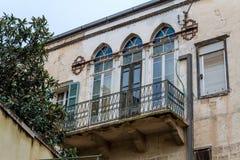 Balcon et fenêtres à Nazareth, Israël Photos libres de droits