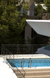 Balcon et piscine Images stock
