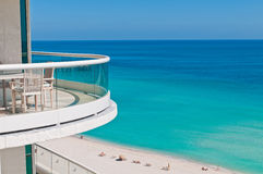 Balcon vers l'océan images stock