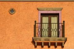 Balcone al sole fotografie stock