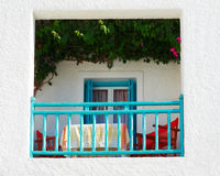 Balcone bianco blu con il tetto verde Immagini Stock Libere da Diritti
