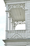 Balcone bianco della villa Fotografia Stock