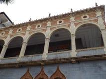 Balcone decorato della chiesa storica immagine stock libera da diritti