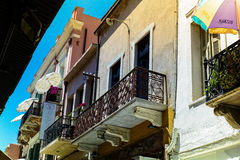 Balcone dell'appartamento in Chania, Creta immagine stock