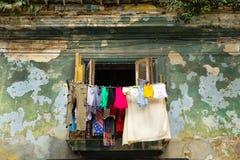 Balcone di Avana con i vestiti variopinti Fotografie Stock Libere da Diritti