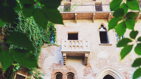 Balcone di Juliet, punto di riferimento famoso della città di Verona Fotografie Stock