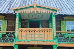 Balcone di legno con un'immagine a colori Immagini Stock