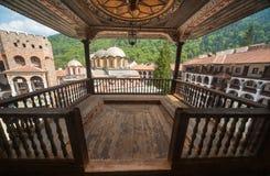 Balcone di legno nel monastero di Rila in Bulgaria Fotografie Stock Libere da Diritti