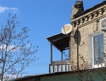 Balcone di legno di una casetta fotografia stock libera da diritti