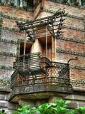 Balcone e banco del ferro battuto Fotografia Stock