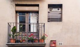Balcone e portello tipici in Catalunya fotografie stock libere da diritti