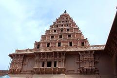 Balcone ornamentale con il campanile del palazzo di maratha del thanjavur Fotografie Stock