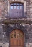 Balcone sopra la porta Fotografia Stock Libera da Diritti