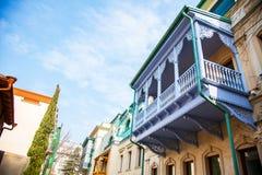 Balcone tradizionale a vecchia Tbilisi, Georgia, gennaio 2019 immagini stock