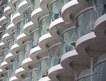Balcones de cristal curvados fotos de archivo