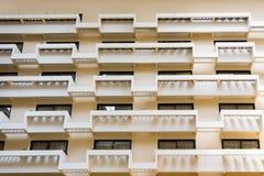 Balcones del atrio del hotel Imágenes de archivo libres de regalías