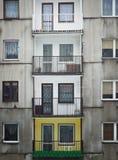 Balcones descuidados en edificios Imagenes de archivo