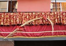 Balcones durante semana santa, Sevilla, Andalucía, España Imagen de archivo libre de regalías