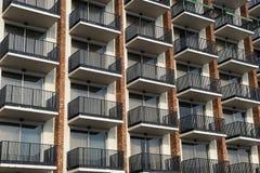 Balcones fuera del edificio del hotel Foto de archivo libre de regalías