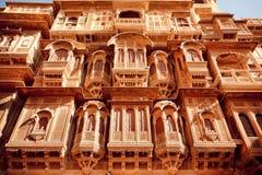Balcones hermosos de la piedra arenisca, la India Fotografía de archivo libre de regalías