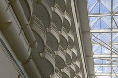 Balcones y tragaluz del hotel Fotografía de archivo libre de regalías