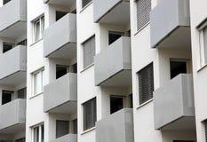 Balconi della costruzione nella ripetizione Fotografie Stock Libere da Diritti