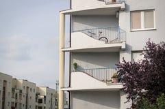 Balconi della palazzina di appartamenti Fotografia Stock Libera da Diritti