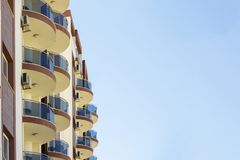 Balconi rotondi su costruzione moderna Fotografia Stock Libera da Diritti