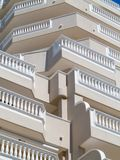 Balcons avec les balustrades blanches Image libre de droits