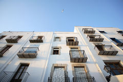 Balcons dans la vieille ville de Peniscola Photo stock