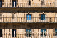 Balcons dans le maire de plaza, Salamanque photo stock