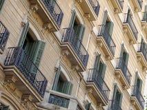 Balcons et volets - Barcelone images libres de droits