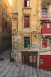 Balcons maltais colorés à La Valette photographie stock