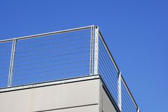 Balcony with white parapet of the blue sky.  Royalty Free Stock Photos