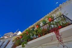 Balconys mit Blumen in Mijas spanien stockfotos