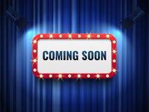 Bald kommen Hintergrund spezielles Mitteilungskonzept mit blauen Vorhängen, Scheinwerfer und helles Festzelt unterzeichnen Vektor lizenzfreie abbildung
