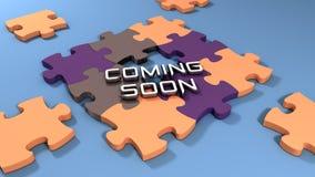 Bald kommen Text mit Farbpuzzlespielhintergrund Lizenzfreies Stockbild