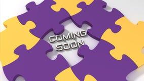 Bald kommen Text mit Farbpuzzlespielhintergrund Lizenzfreie Stockbilder
