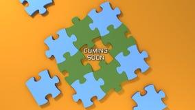 Bald kommen Text mit Farbpuzzlespielhintergrund Stockfotografie