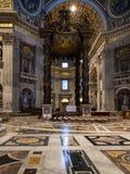 Baldacchino sopra l'altare nella basilica del corridoio di St Peter Fotografia Stock