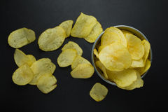 Balde completamente das batatas fritas de cima de Imagem de Stock Royalty Free