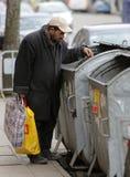 Balde do lixo desabrigado Fotos de Stock Royalty Free
