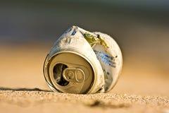 Balde do lixo na praia Fotos de Stock Royalty Free